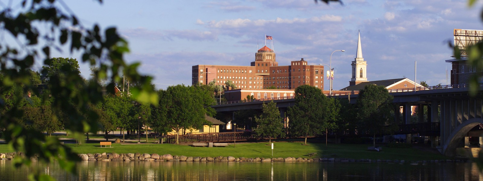 Rockford is a rapidly developing city in terms of culture and amenities. Along with a lively and exciting downtown area, Rockford residents enjoy beautiful parks, numerous sports and recreational facilities and a wide variety of retail options.